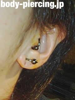 ルル@さんの左耳のボディピアス写真