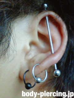 ターボ君さんの左耳のボディピアス写真