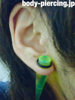 ターボ君さんの右耳のボディピアス写真