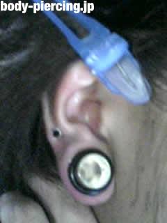 タコ焼きさんの右耳のボディピアス写真