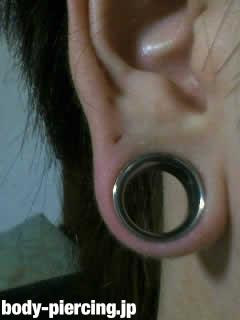 京さんの右耳のボディピアス写真