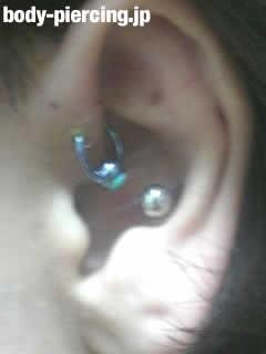 アキトシさんの左耳のボディピアスの画像