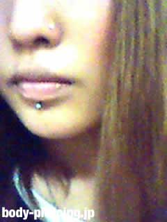 夜桜銀子さんの口ピアスの写真