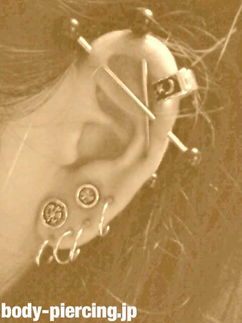 ゆきちさんの左耳のボディピアス写真