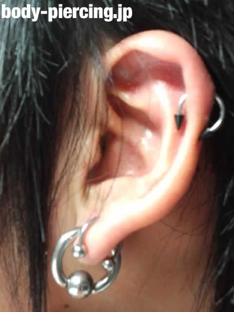 なるってぃさんの左耳のボディピアス写真