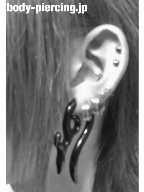 ゆたそさんの左耳のボディピアス写真